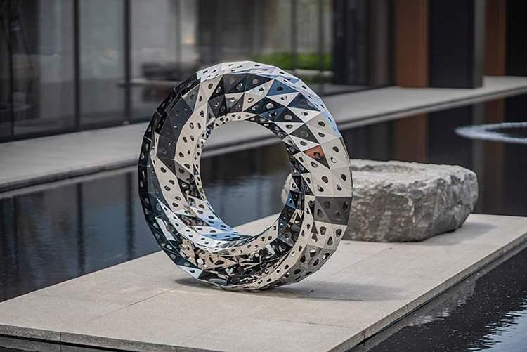 镜面不锈钢镂空圆环雕塑