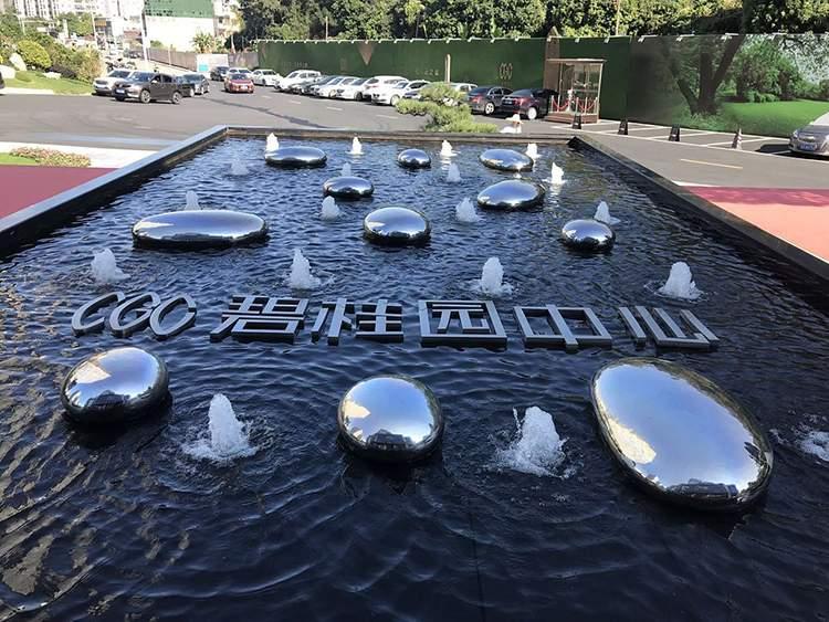 不锈钢镜面鹅卵石售楼处水景雕塑
