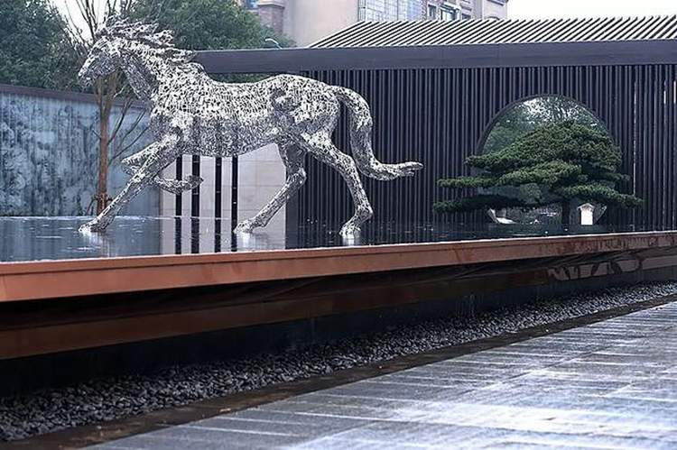 镜面不锈钢镂空马水景雕塑