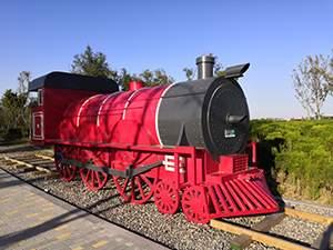 公园蒸汽火车雕塑造型