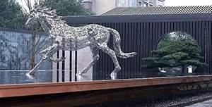 骏马奔腾镂空水景不锈钢雕塑