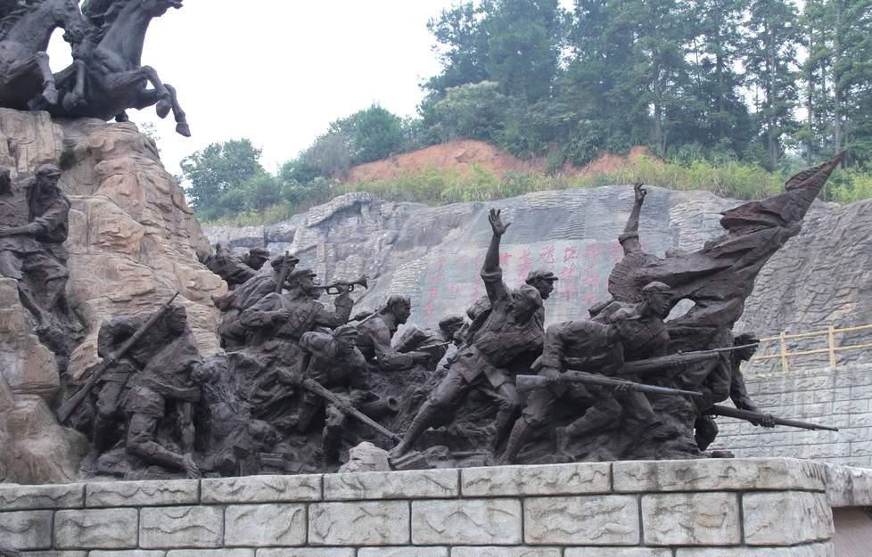 吹响进攻的号角革命人物雕塑造型