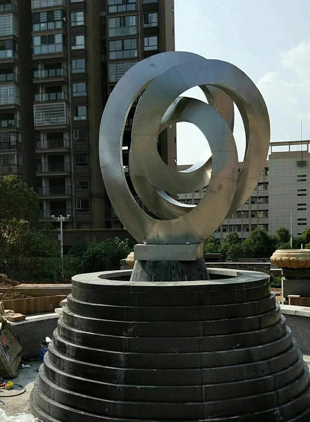不锈钢拉丝水景雕塑