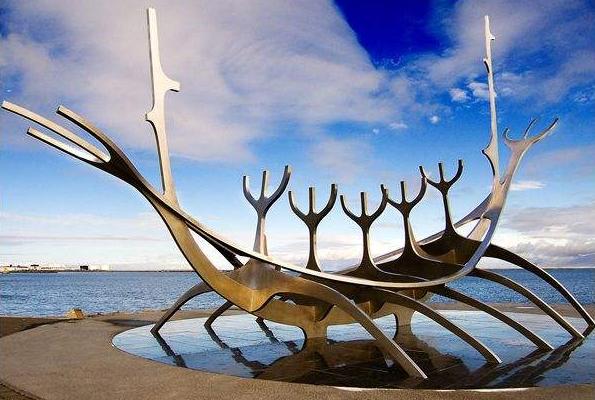 目前不锈钢雕塑无论抽象还是现实都能表达让人们看到发展