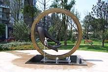 小区不锈钢锻铜观音手雕塑