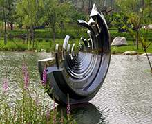 不锈钢镜面几何面圆环水景雕塑