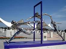 广场镜面不锈钢运动人物雕塑