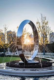 镜面不锈钢圆环水景雕塑喷水造型