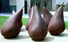 铸铜锻打水果玻璃钢仿铜大型梨水果造型雕塑