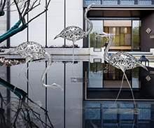 户外园林不锈钢镂空火烈鸟仙鹤雕塑酒店庭院水池景观草坪