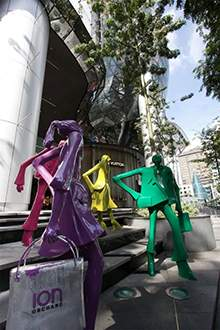 玻璃钢雕塑商业街美陈玻璃钢人物购物主题雕塑美陈摆件