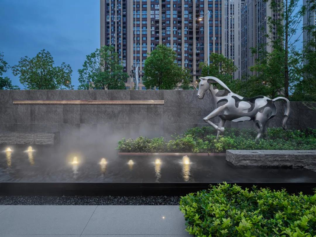金属马园林雕塑